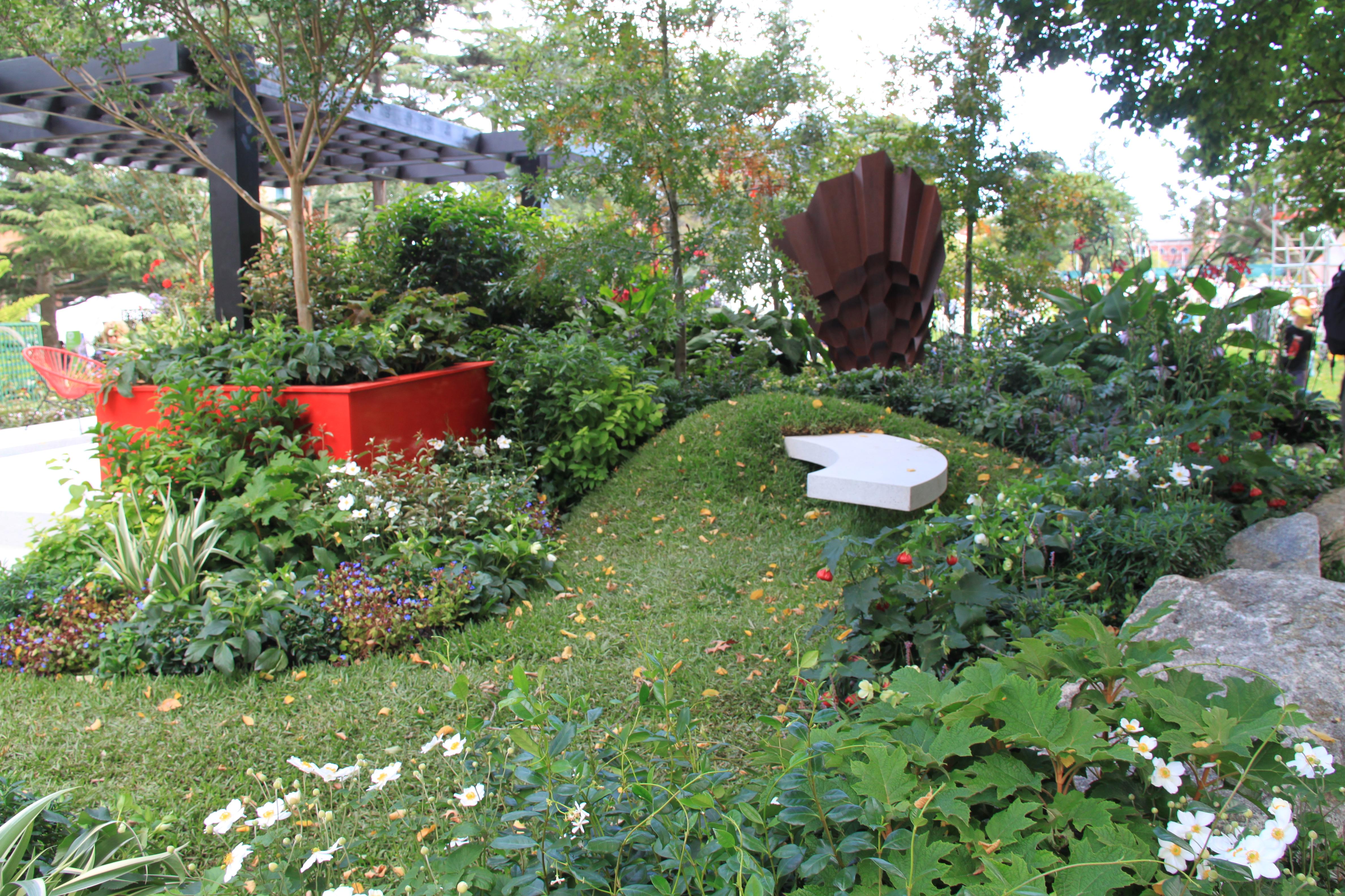 Cantilevered bench janna schreier garden design for Garden design jobs sydney
