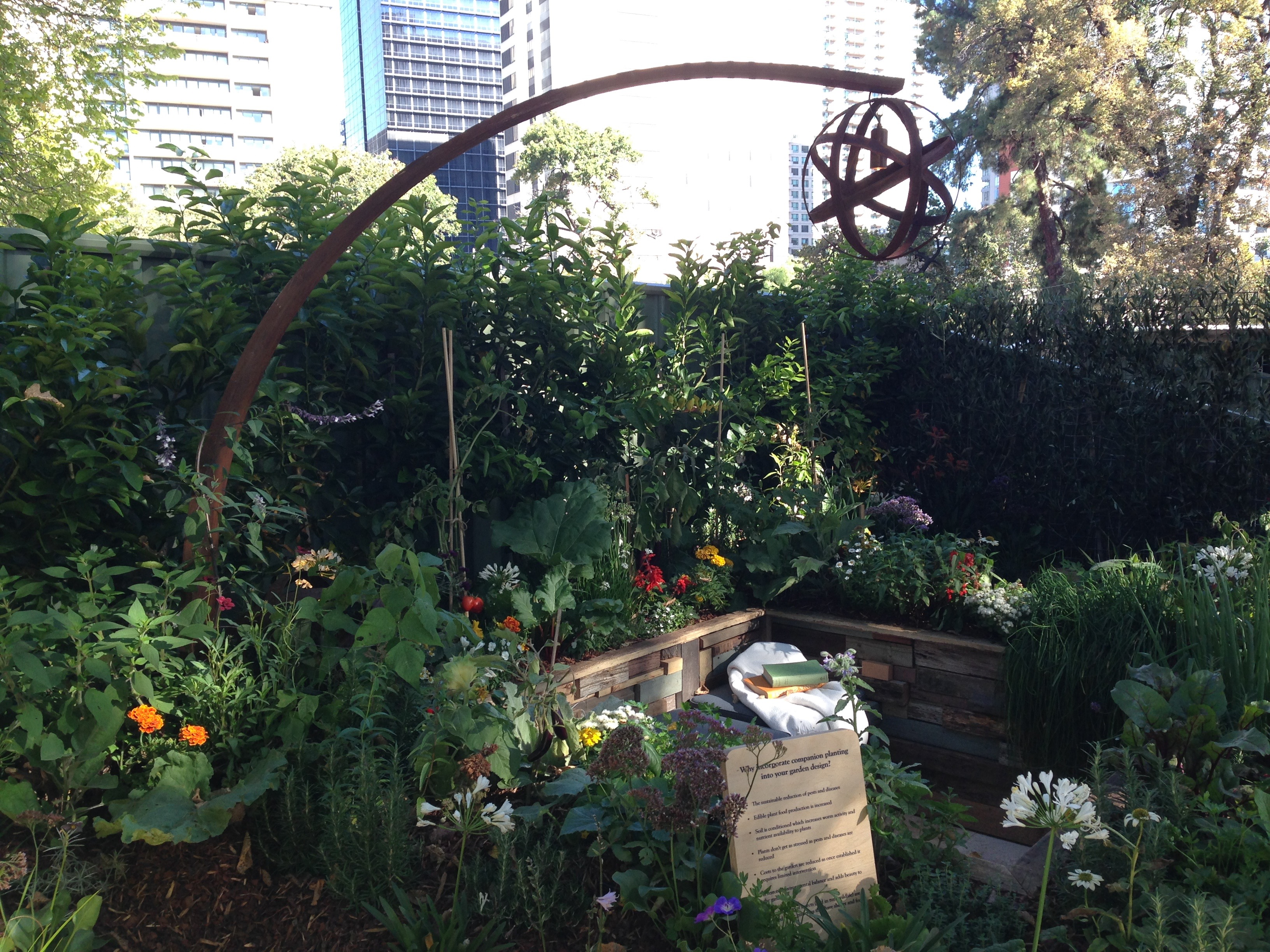 urban oasis achievable garden by veronica bosque janna schreier - Garden Design Trends 2015