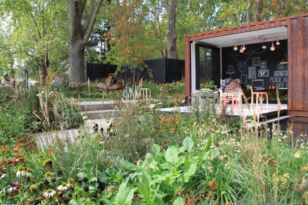 Ian Barker's 2014 MIFGS garden: 'Left-Overs'. Janna Schreier