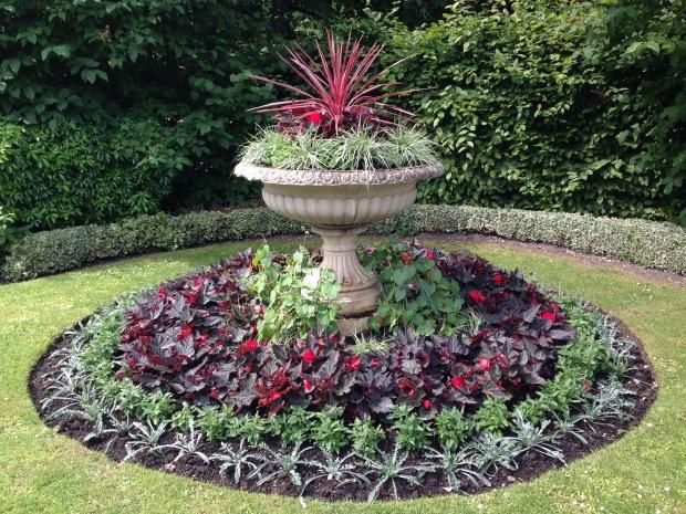 Red and Silver Bedding, Regent's Park. Janna Schreier