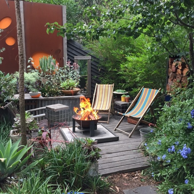 Everything seems so effortless in this garden; I love the use of so many natural materials. Photo: Steven Wells