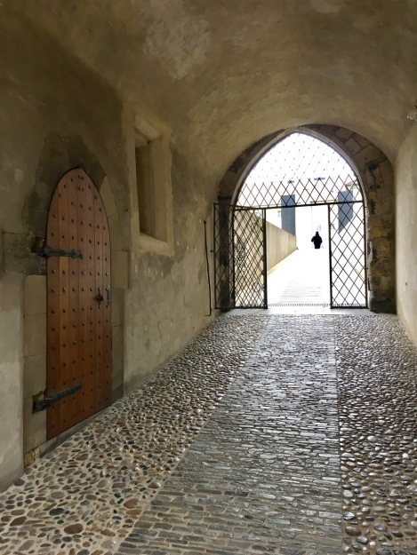 I absolutely adored this pathway at Prague Castle with angular stones showing the main path and rounded stones either side. Just stunning